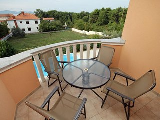 Diklo Apartment Sleeps 5 with Pool and Air Con - 5464867