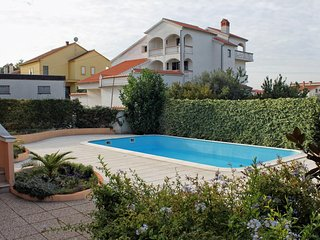 Diklo Apartment Sleeps 5 with Pool and Air Con - 5464869