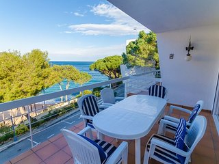 Tossa de Mar Villa Sleeps 6 with Free WiFi - 5604250