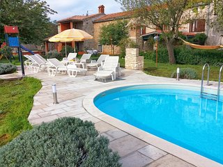 Vodnjan Holiday Home Sleeps 9 with Pool and Air Con - 5467196