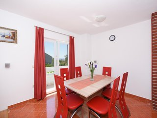 Petrcane Apartment Sleeps 6 with Air Con and WiFi - 5465356
