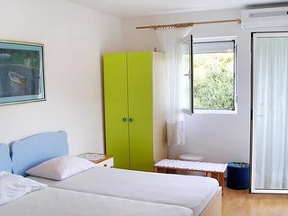 Podvrslje Apartment Sleeps 4 with Air Con and WiFi - 5465470