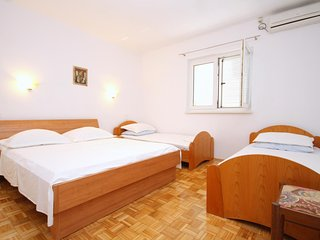 Franjevica Apartment Sleeps 4 with Air Con and WiFi - 5469487