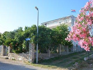 Pirovac Apartment Sleeps 4 with Air Con and WiFi - 5465971