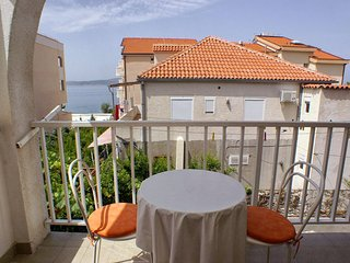 Baska Voda Apartment Sleeps 4 with Air Con - 5461185