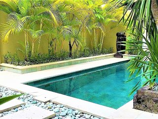 KUTA - 6 Bedroom Spacious Villa - Great Location - r