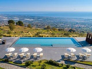 Tenuta della Contea, exclusive country manor with infinity swimming pool.