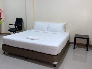 Red Palm Inn - Studio Room with Netflix / free wifi Baybay city Leyte 6521