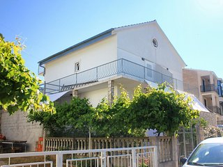 Orebic Apartment Sleeps 4 with Air Con and WiFi - 5686836