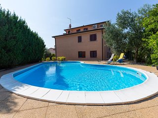 Novigrad Apartment Sleeps 4 with Pool and Air Con - 5466902