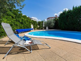 Novigrad Apartment Sleeps 4 with Pool and Air Con - 5466899