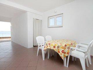 Kolan Apartment Sleeps 4 with Air Con - 5466008