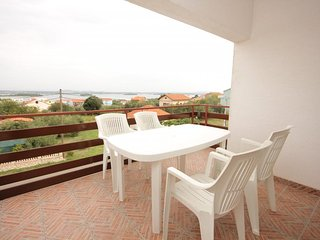 Ugrinici Apartment Sleeps 4 with Air Con and WiFi - 5628788