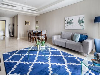 Pristine 2BR Apartment in Downtown Dubai - Sleeps 5!
