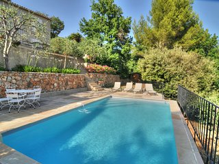 Stunning villa with pool, A/C, BBQ area, boules, amazing views, WIFI