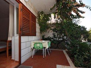 Baska Voda Apartment Sleeps 3 with Air Con - 5461171