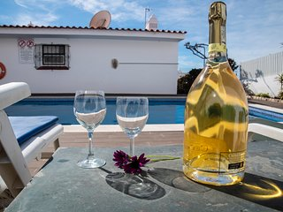 Nice house with pool and big terrace in the centre, wifi and Air Con.