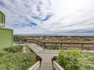 Oceanview villa just steps from the beach w/community pool & basketball access!