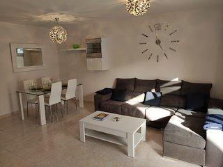 Casa Noa; Duplex in Playa Blanca with terrace, WIFI, flat TV in quiet area