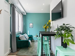 Chic & Bright Studio Apartment, Perfectly Located in Madrid
