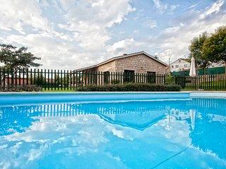 A Coruna Villa Sleeps 10 with Pool - 5829181
