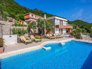 Tuzi Villa Sleeps 8 with Pool - 5814025