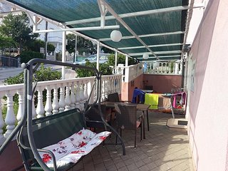 Stara Baska Apartment Sleeps 6 with Air Con - 5464350