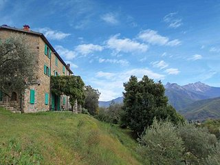 Detached 5 bedroom villa with pool in Lunigiana in Northern Tuscany