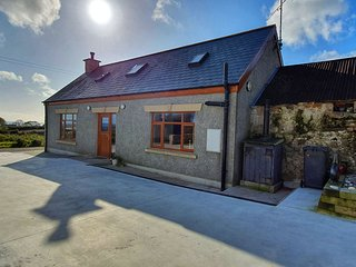 Barneys Cottage - Annalong - Mourne - Sleeps 7.