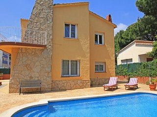 Castell-Platja d'Aro Villa Sleeps 7 with Pool and Free WiFi - 5509367