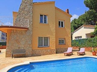 Castell-Platja d'Aro Villa Sleeps 7 with Pool and Free WiFi - 5509367