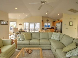 Ocean Block, Spacious and Beautifully Appointed, 3 Decks Sleeping Up to 12 w/Fre