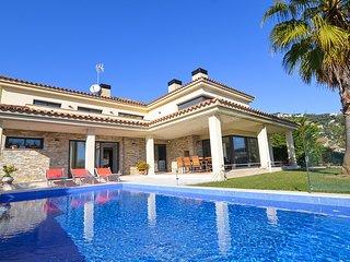 Lloret de Mar Villa Sleeps 8 with Pool and Free WiFi - 5508966