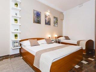 Baska Voda Apartment Sleeps 3 with Air Con - 5621707