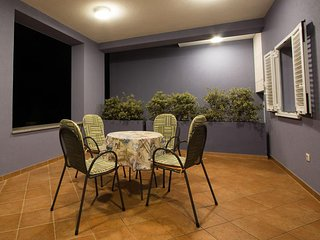 Verunic Apartment Sleeps 6 with Pool and Air Con - 5479685