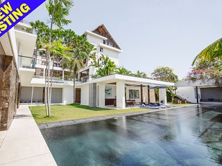 Aqua, 3 Bedroom Luxury Villa with Car+Driver+Chef, Central Seminyak