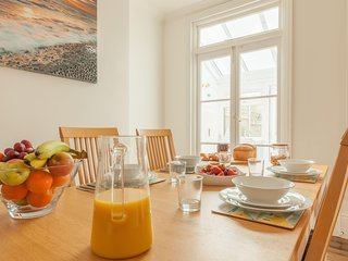 Sea Glimpses, Broadstairs sleeps 8 near beach with parking - child/dog friendly
