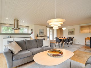 Awesome home in Rømø w/ Sauna, WiFi and 4 Bedrooms (R10305)