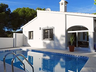 Rustic villa with private pool for 4 people 4 km from the Mediterranean Sea
