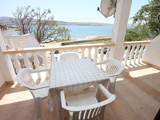 Kustici Apartment Sleeps 4 with Air Con and WiFi - 5465791