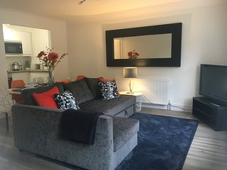 New! One Bed, Ground Floor - Town Centre Serviced Apartment