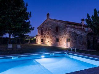 Beautiful cottage 2/9 people with pool, near Siena