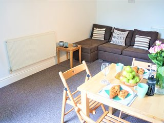 Montauban House Apartments  Cosy and Compact 1 Bed   Sleeps 3