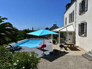 Saint-Pol-de-Leon Villa Sleeps 9 with Pool and WiFi - 5822356