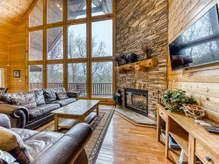Spacious home w/private hot tub/ mountain views + game room & home theater!