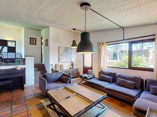 Spacious, sleek, & rustic home w/ an indoor BBQ - near the ocean!