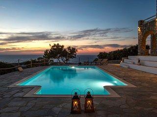 Paros Villa Sleeps 8 with Air Con - 5478604