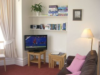Stavordale House Flat 4 - Spacious High Quality Apartment With Private Parking