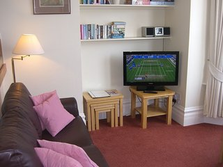 Stavordale House Flat 3 - Spacious High Quality Apartment With Private Parking