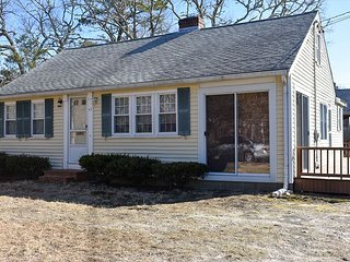 New to our 2020 Inventory!3 bedroom home, walking distance to Englewood Beach